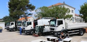 Prezentacija novog, osuvremenjenog i skupocjenog voznog parka poduzeća Čisti otok i Vodovod Vir vrijednog oko 10,5 milijuna kuna